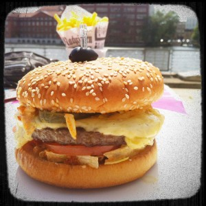 cheeseburger au bord de la Spree