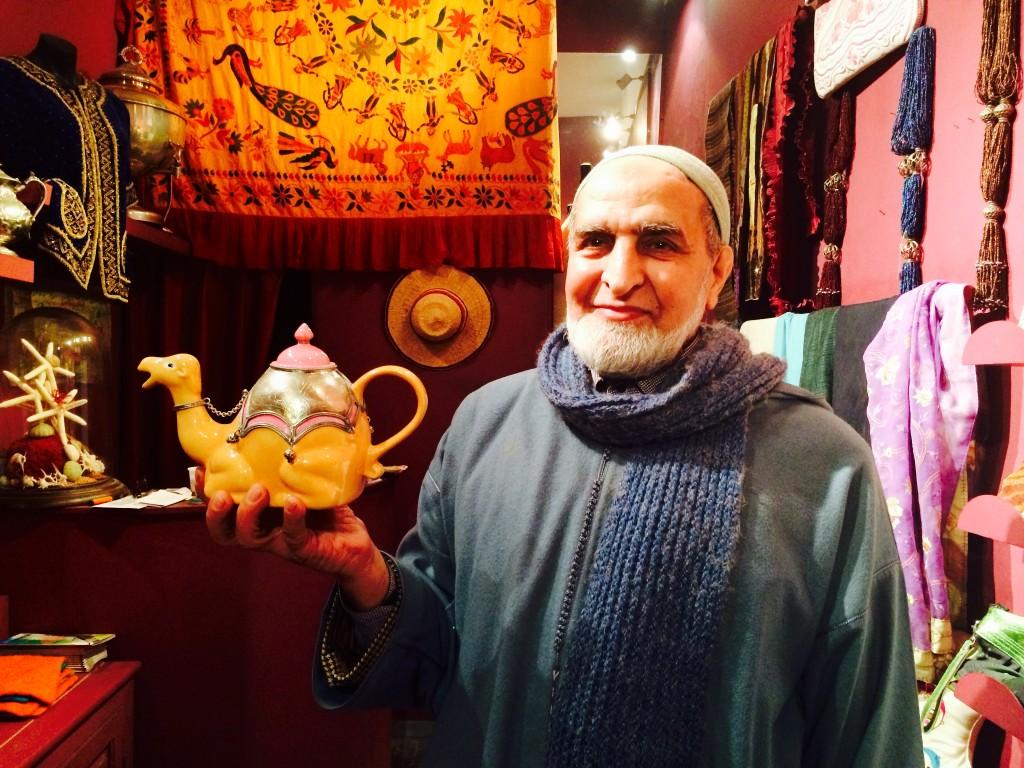 Combien de chameaux pour cette thé!ère ?