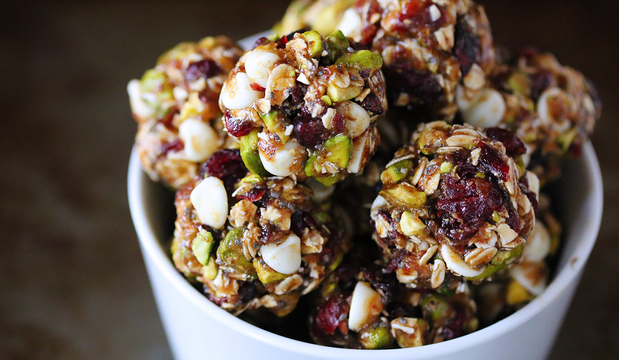cranberry-pistachio-energy-bites-12